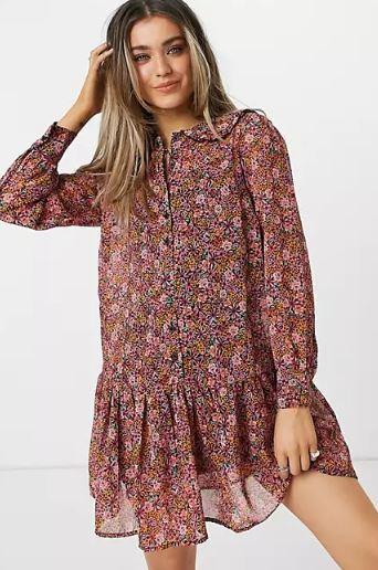 Vestido corto con estampado floral de New Look