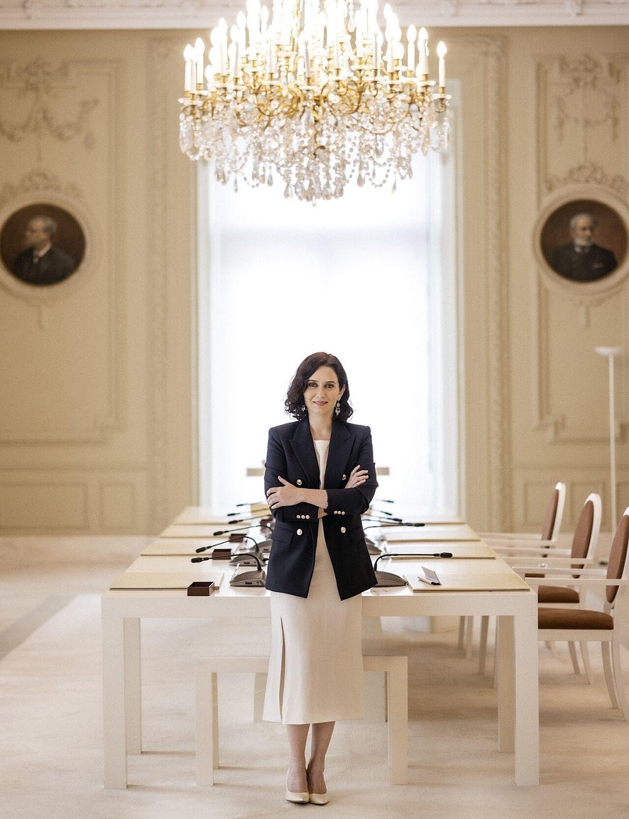 La presidenta de la Comunidad de Madrid, Isabel Díaz Ayuso, en la sala del Consejo de Gobierno.