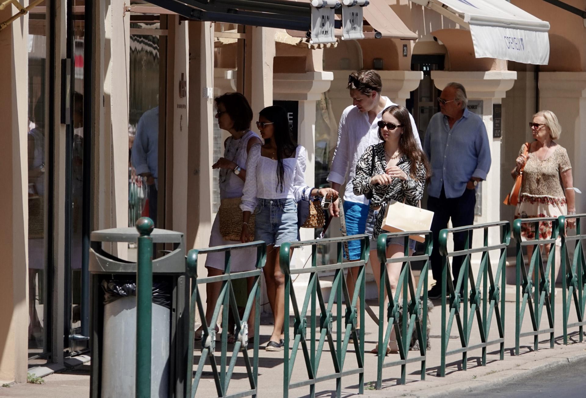 Alexandra de Hannover paseando con su novio por Saint Tropez