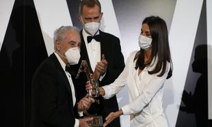 El rey Felipe VI y la Reina Letizia hacen entrega del premio Mariano...