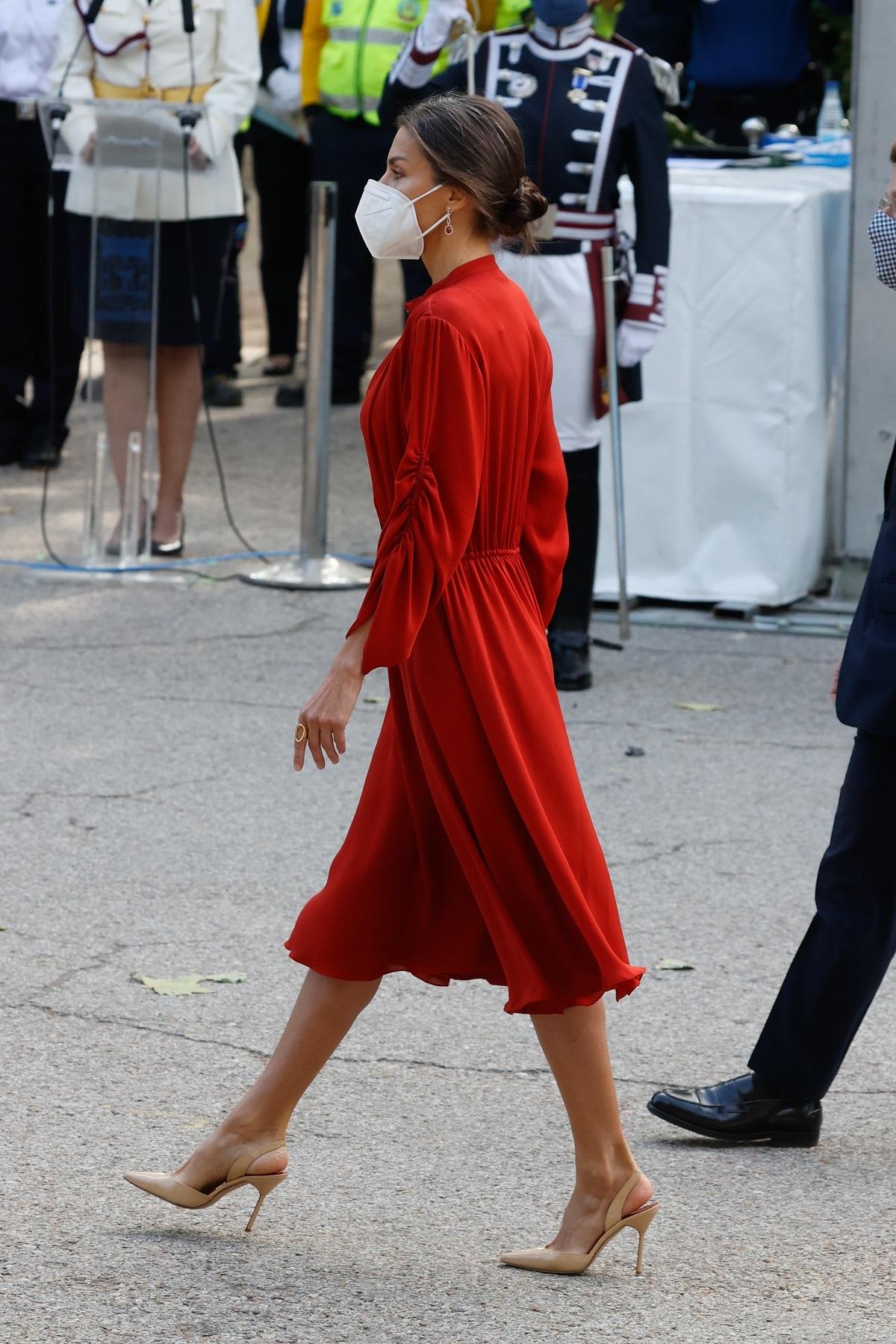 El vestido impecable firmado por Salvatore Ferragamo.