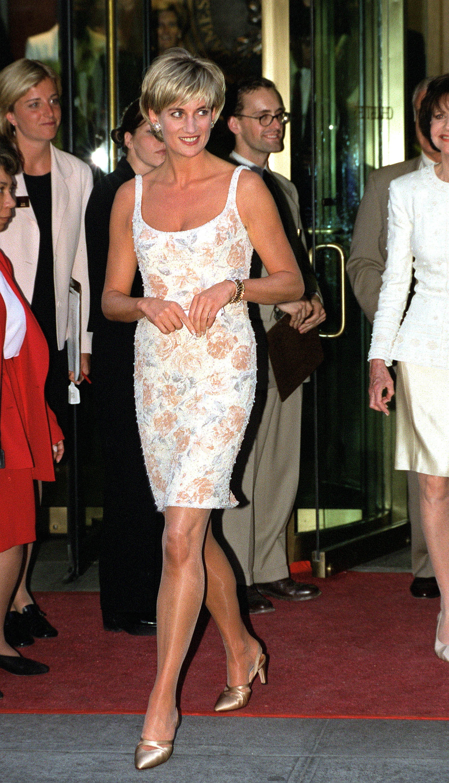 Lady Di con vestido de flores.
