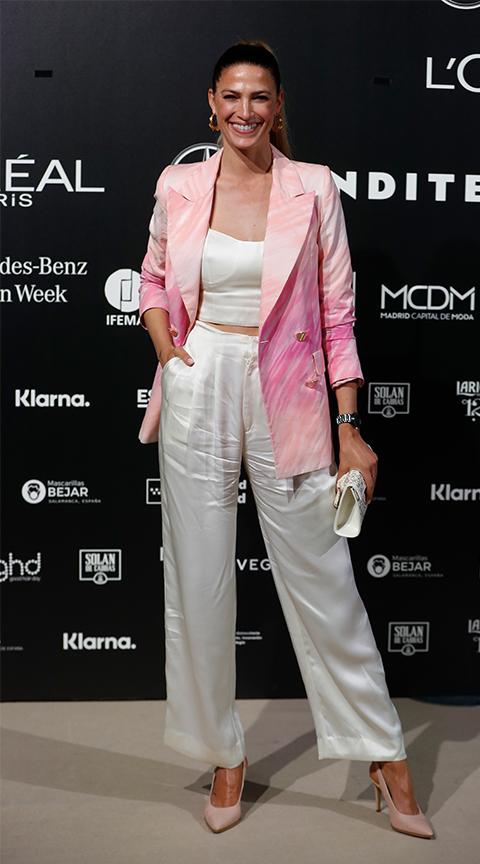 Laura Sánchez con americana rosa.