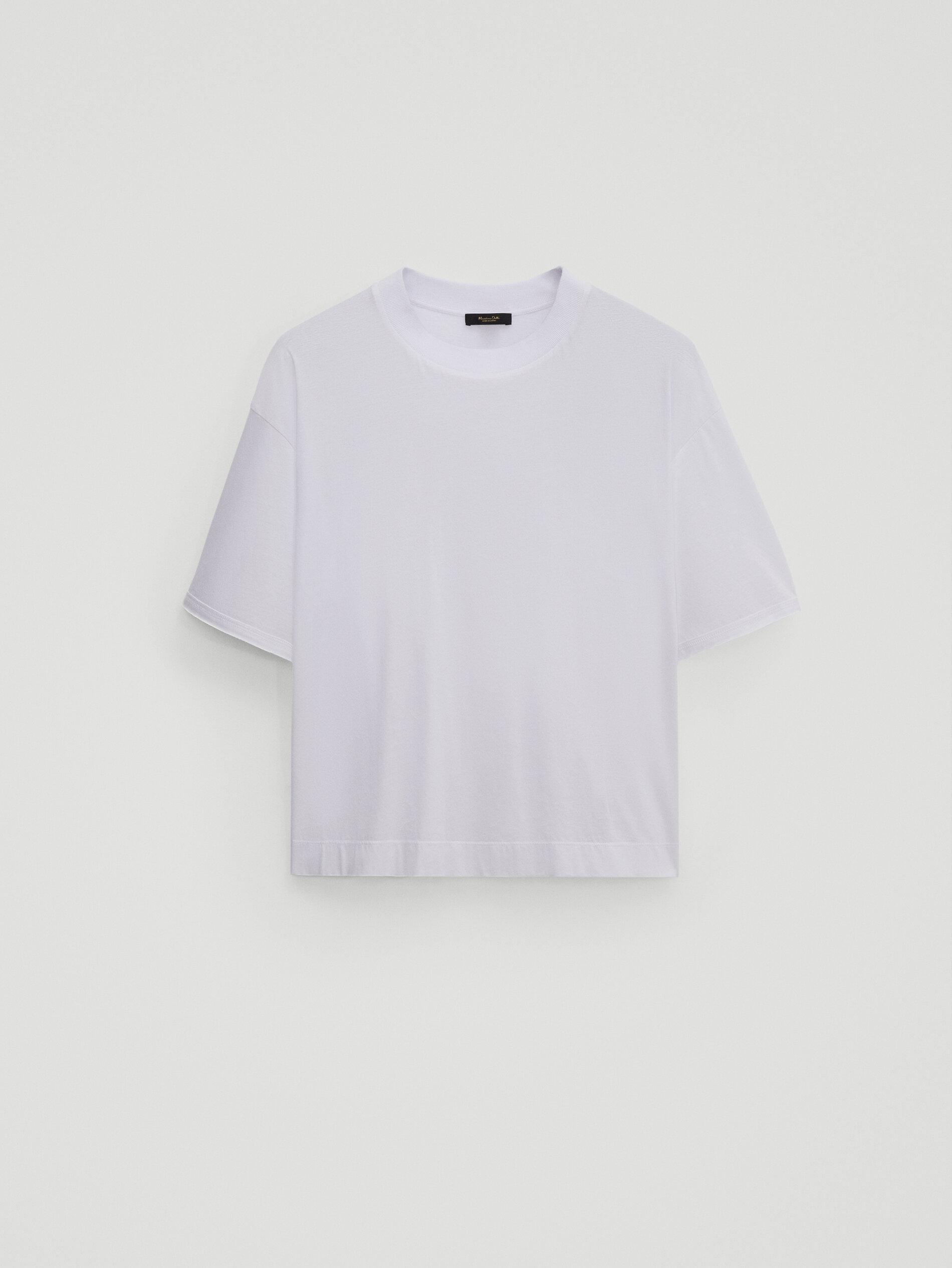 Camiseta blanca, de Massimo Dutti.