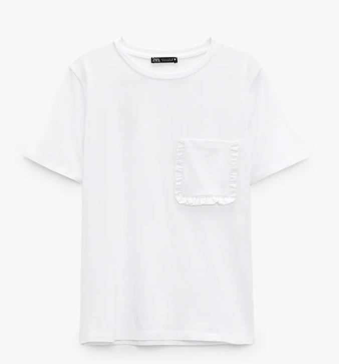 Camiseta con bolsillo, de Zara.