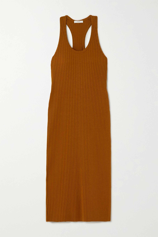 Vestido de punto midi en color ocre, de Vince, disponible en Net-a-porter (160 euros).