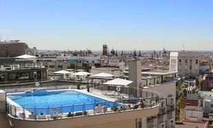 La piscina del hotel Emperador.