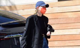 Hailey Baldwin incorpora la gorra deportiva a sus looks del día a...