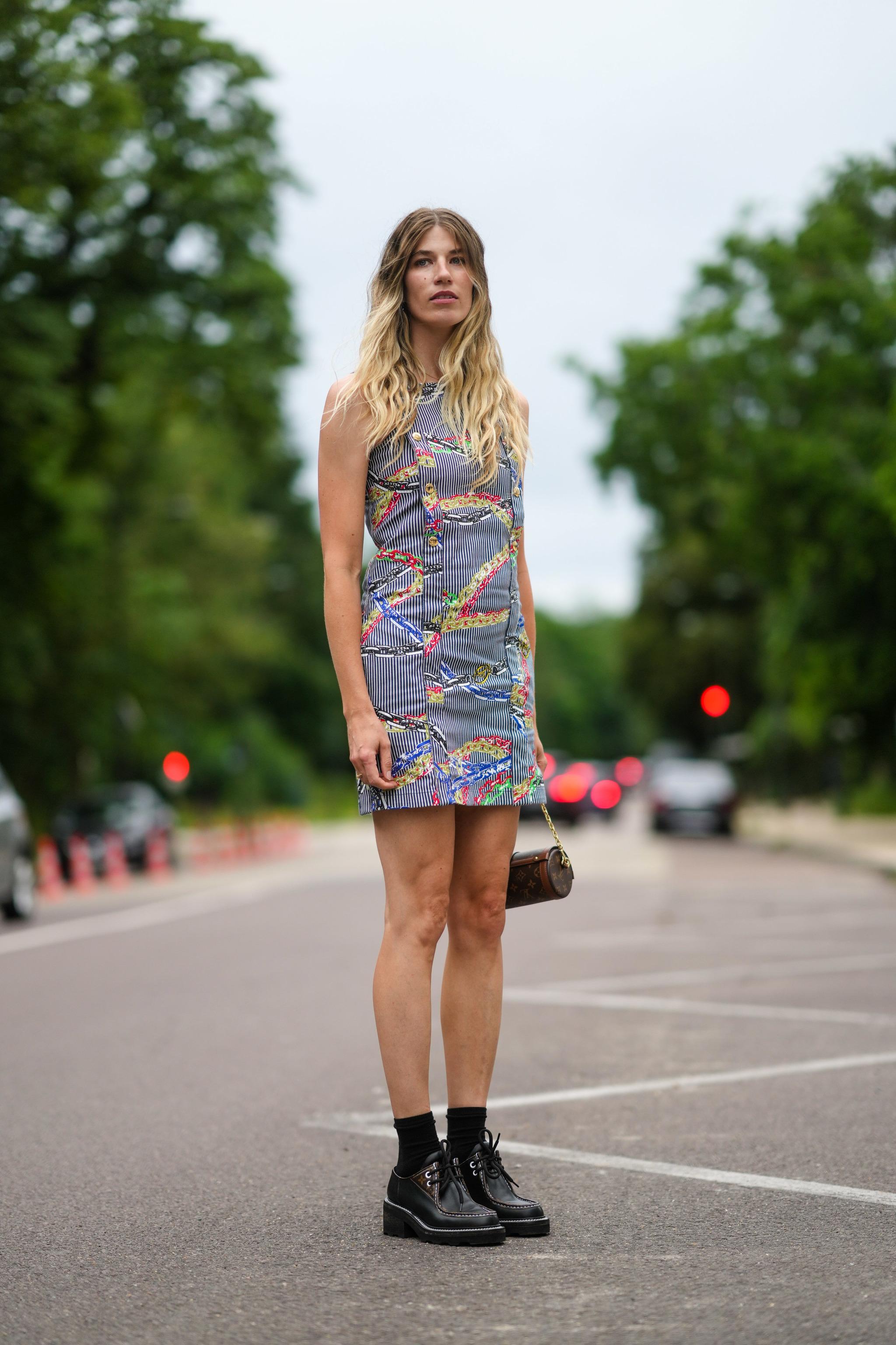 Veronika Heilbrunner con vestido mini.