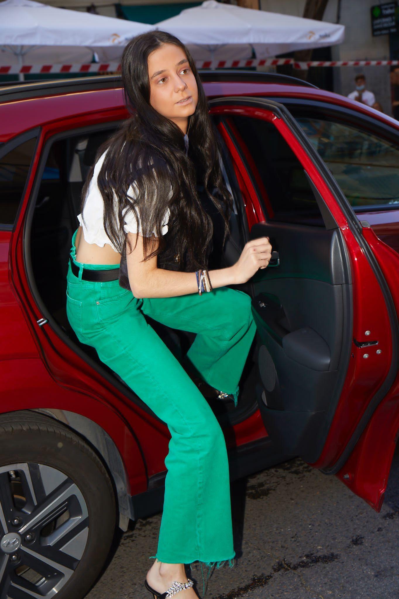 Victoria Federica, bajándose del coche Hyundai que la llevó hasta el Desfile TELVA.