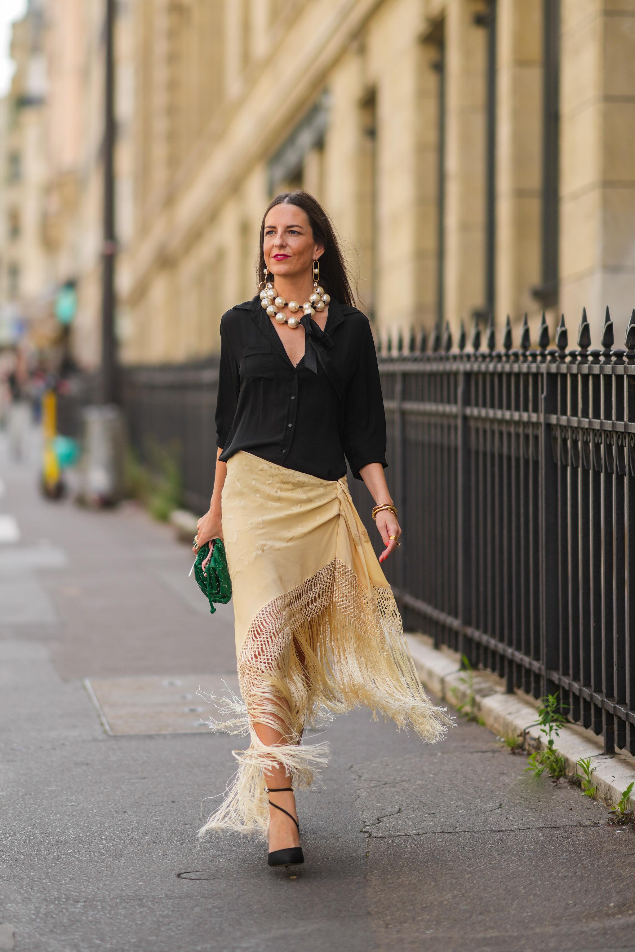 La falda pareo vista en el street style.