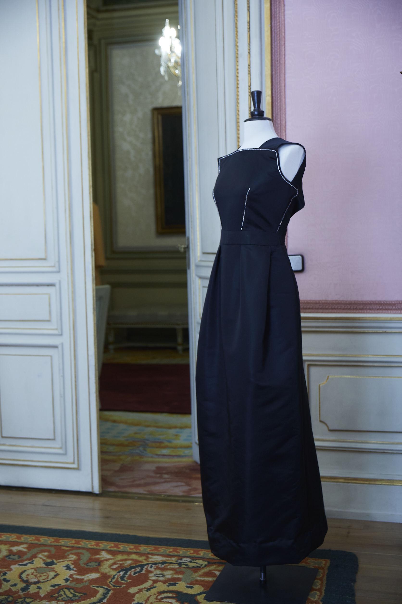 Vestido negro de Roberto Verino.