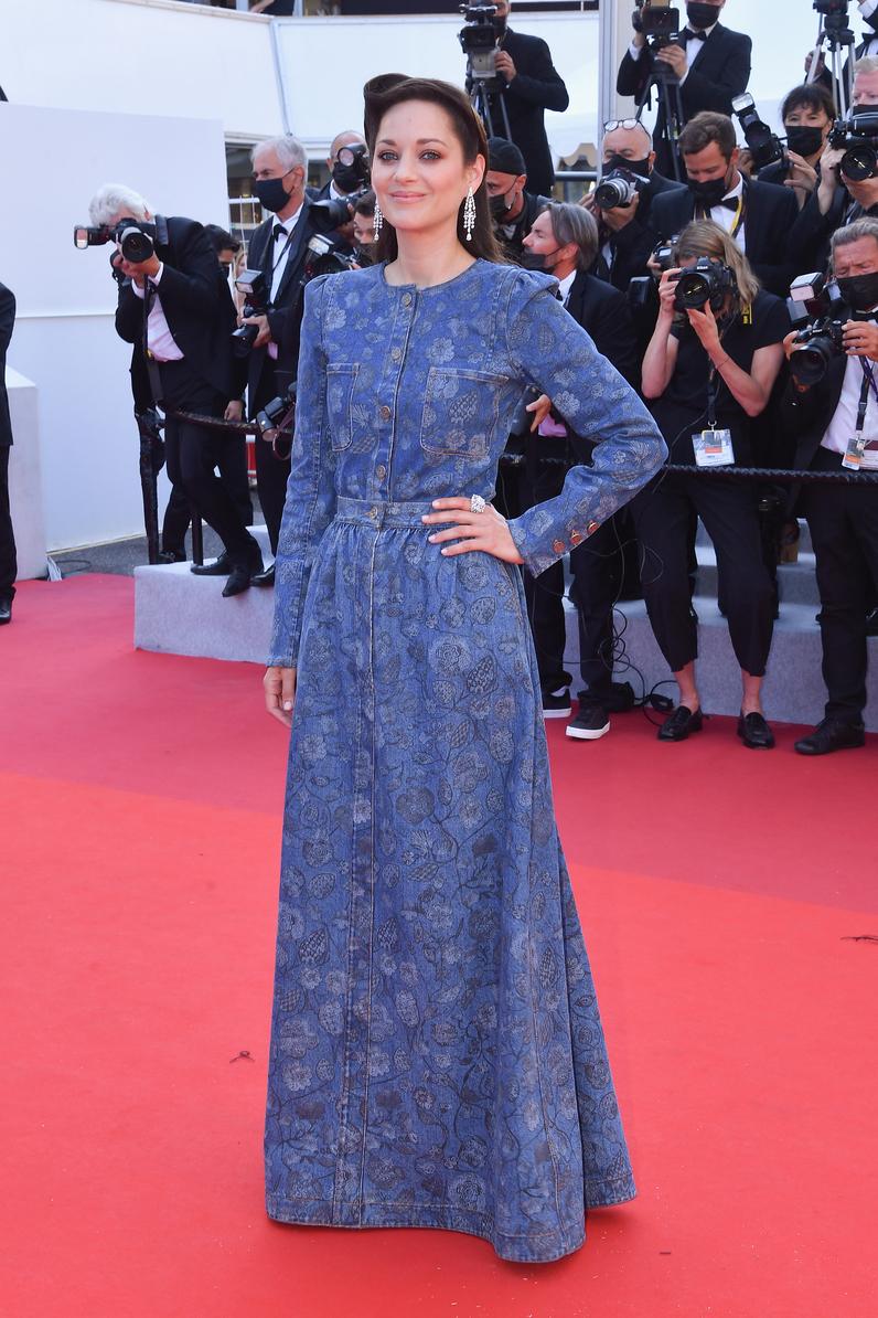 Marion Cotillard en la alfombra roja de Cannes vestida de Chanel