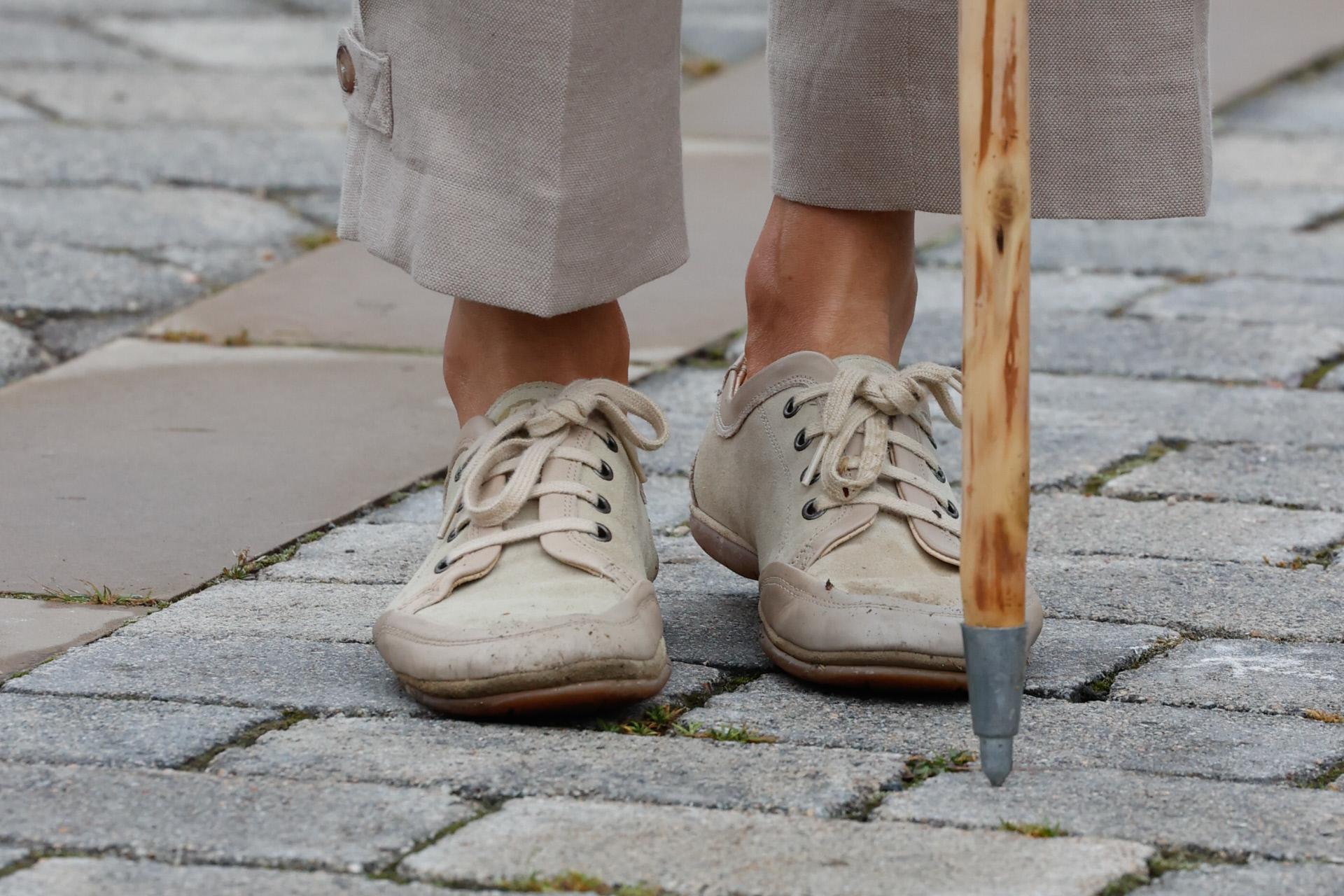 Detalle de las zapatillas de la Reina Letizia en su visita a Navarra