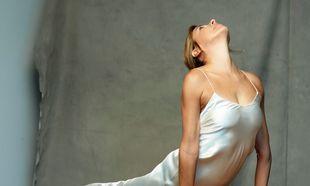 El slip dress es el epítome del minimalismo de los 90