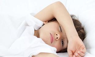 Las vacaciones interrumpen la rutina de sueño de los niños.