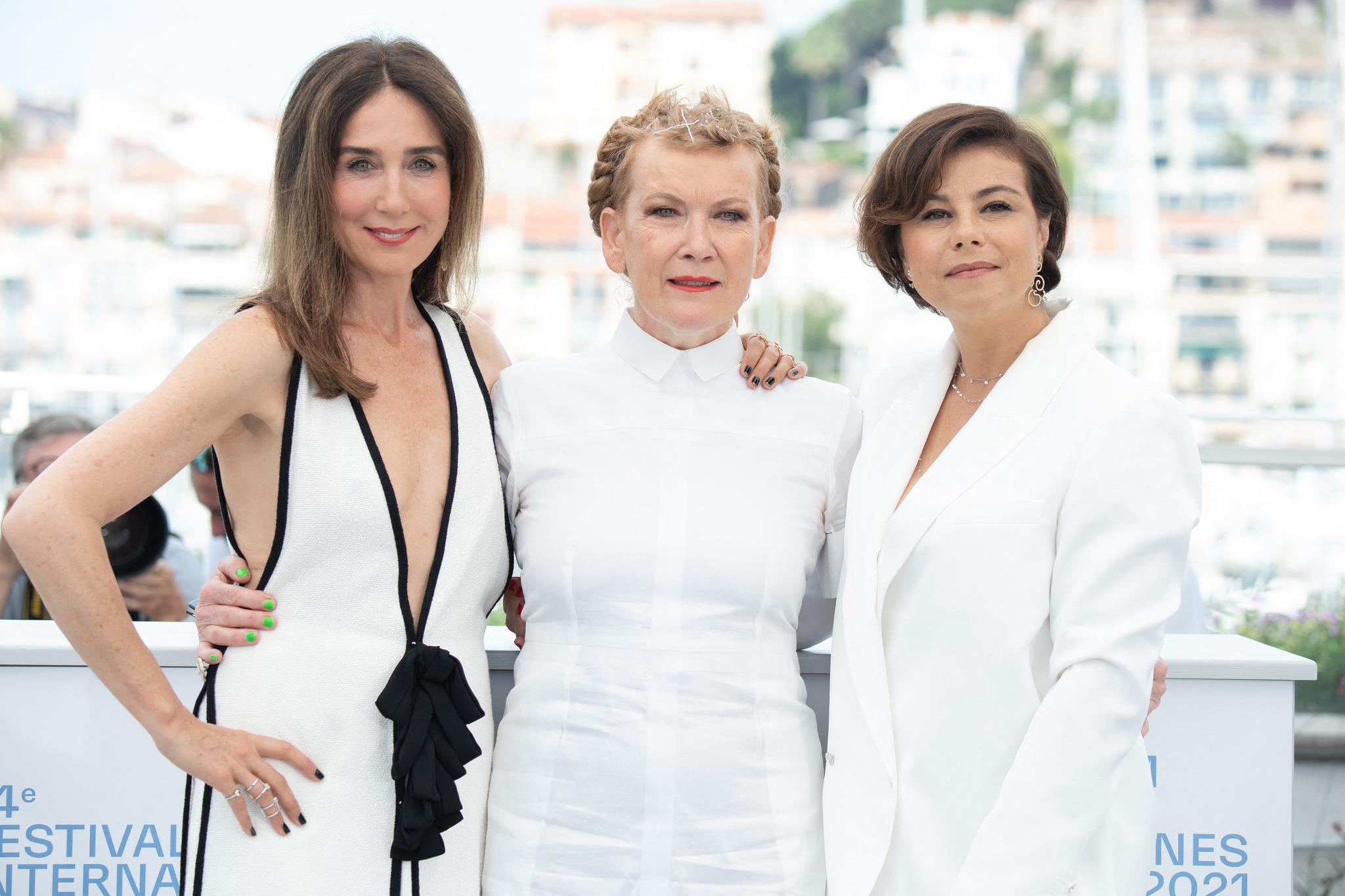 Andrea Arnold en Cannes con las directoras Elsa Zylberstein y Mounia Meddour