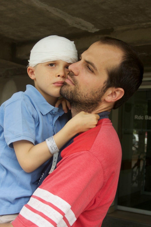 Alvarete con su padre, tras una intervención quirúrgica.
