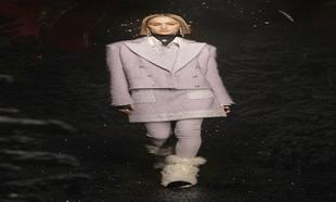 Un sastre lila en el desfile de Chanel.