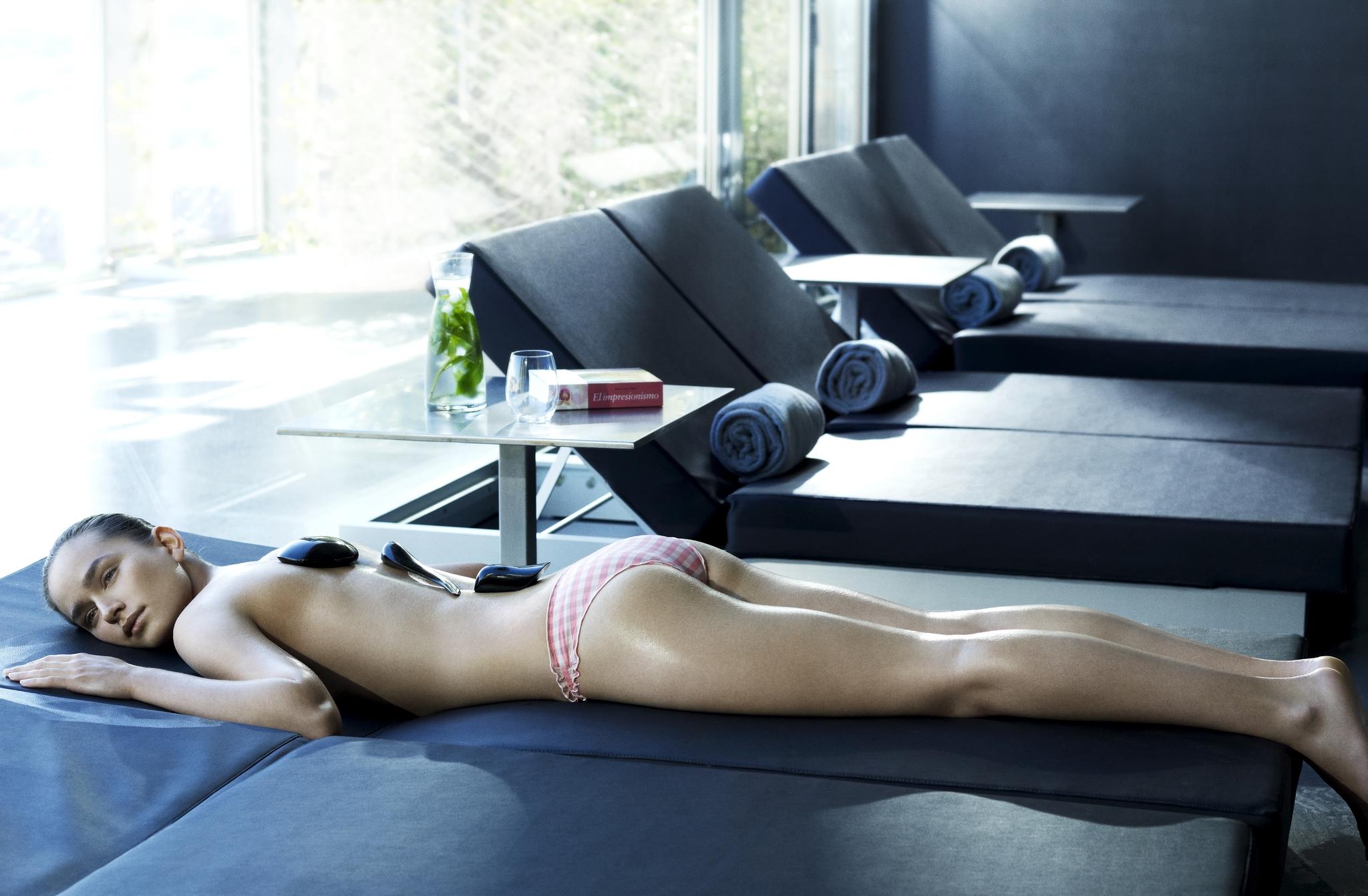 Los masajes relajantes liberan las tensiones acumuladas y reducen el estrés.