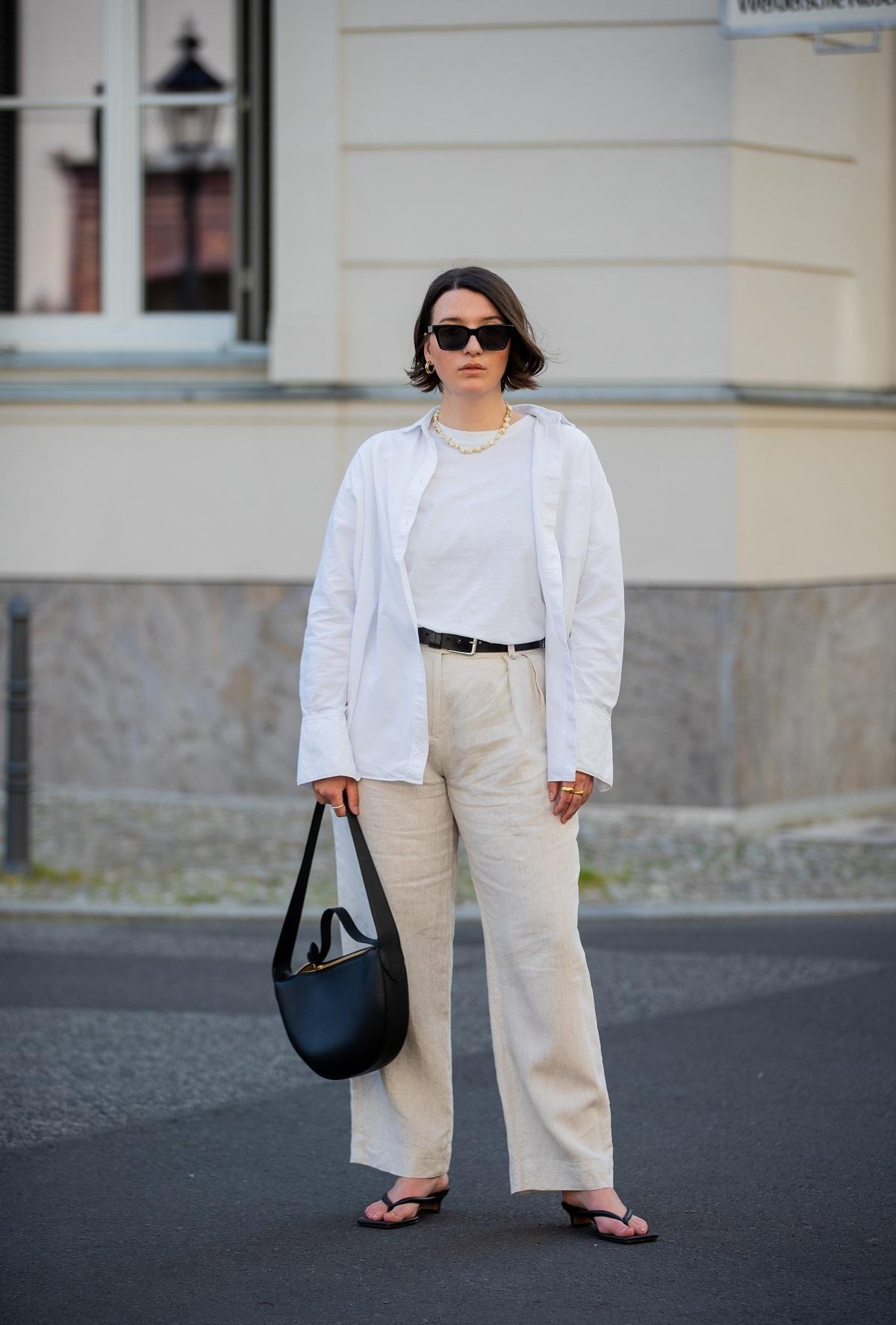 La camisa blanca como sobrecamisa.