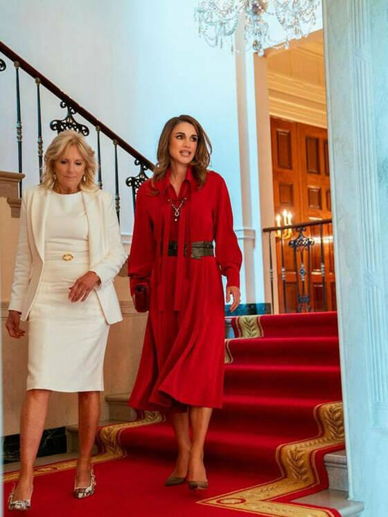 Rania de Jordania junto a Jill Biden.