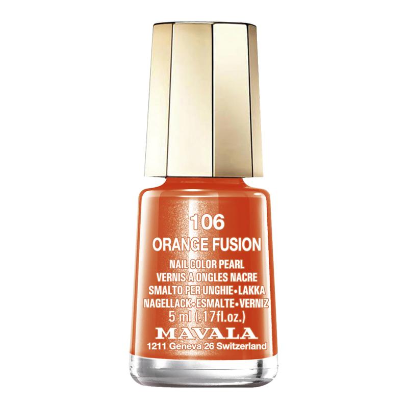 Esmalte de uñas en color naranja brillante de Mavala