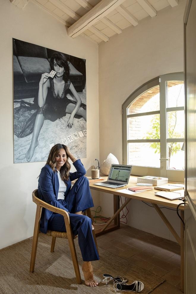Georgina Escoda en el cuarto/estudio donde trabaja.
