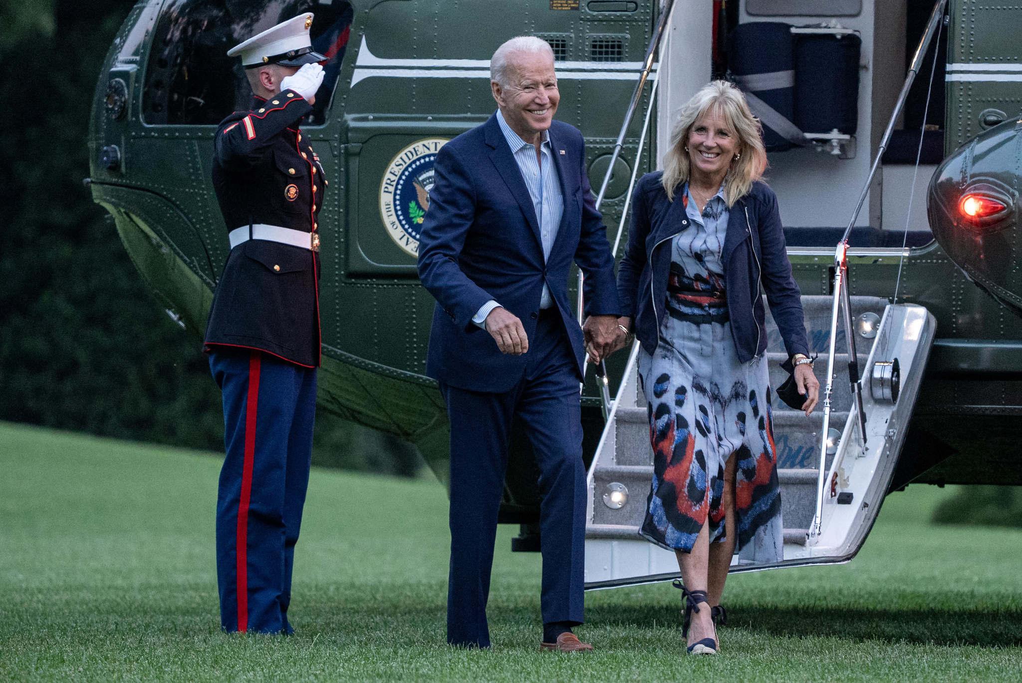 Jill Biden ha sucumbido a las alpargatas.