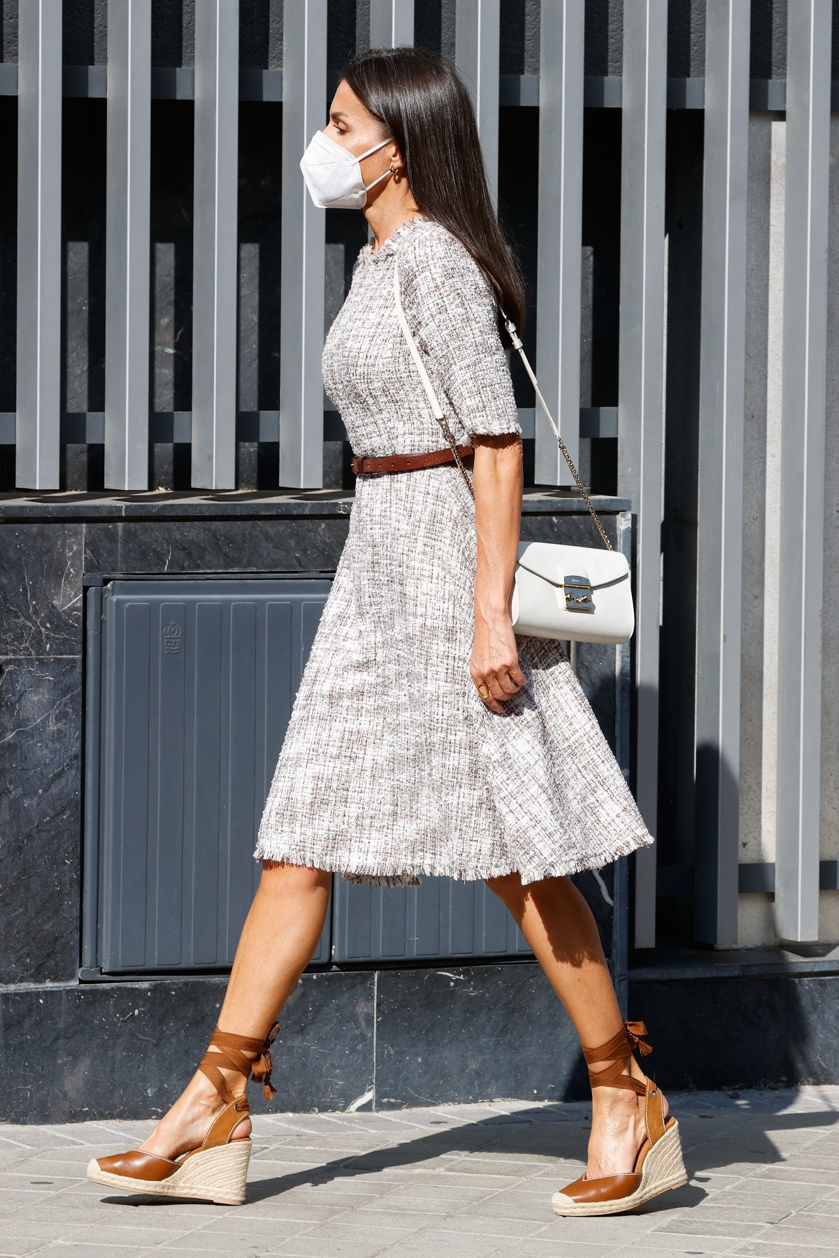 La Reina Letizia ha rescatado su vestido de Adolfo Domínguez.