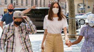 Angelina Jolie paseando por París