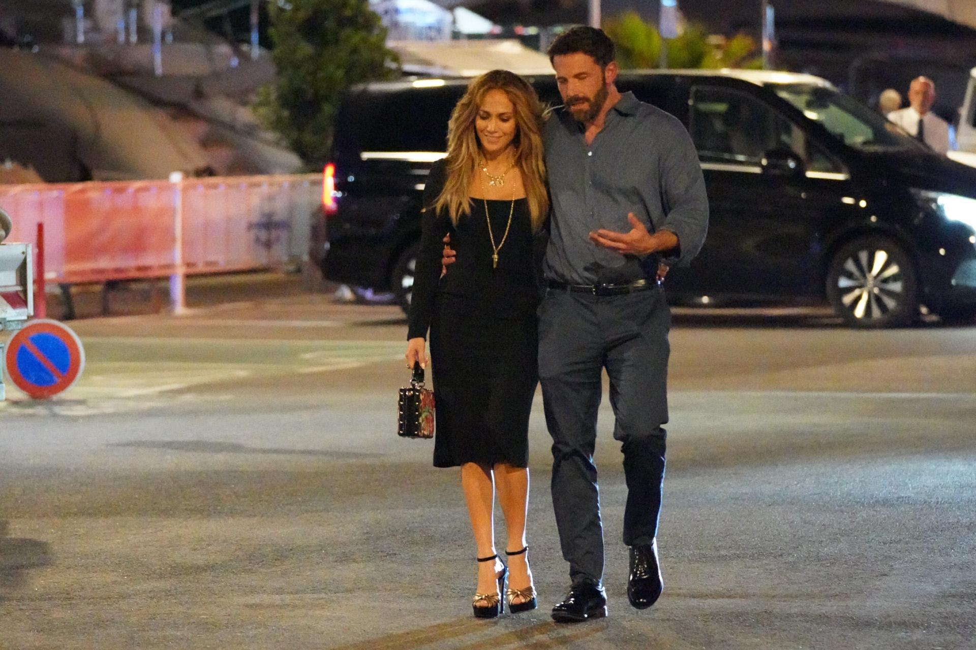 Jennifer Lopez y Ben Affleck salieron a cenar para celebrar el 52 cumpleaños de la cantante,  en Saint Tropez.