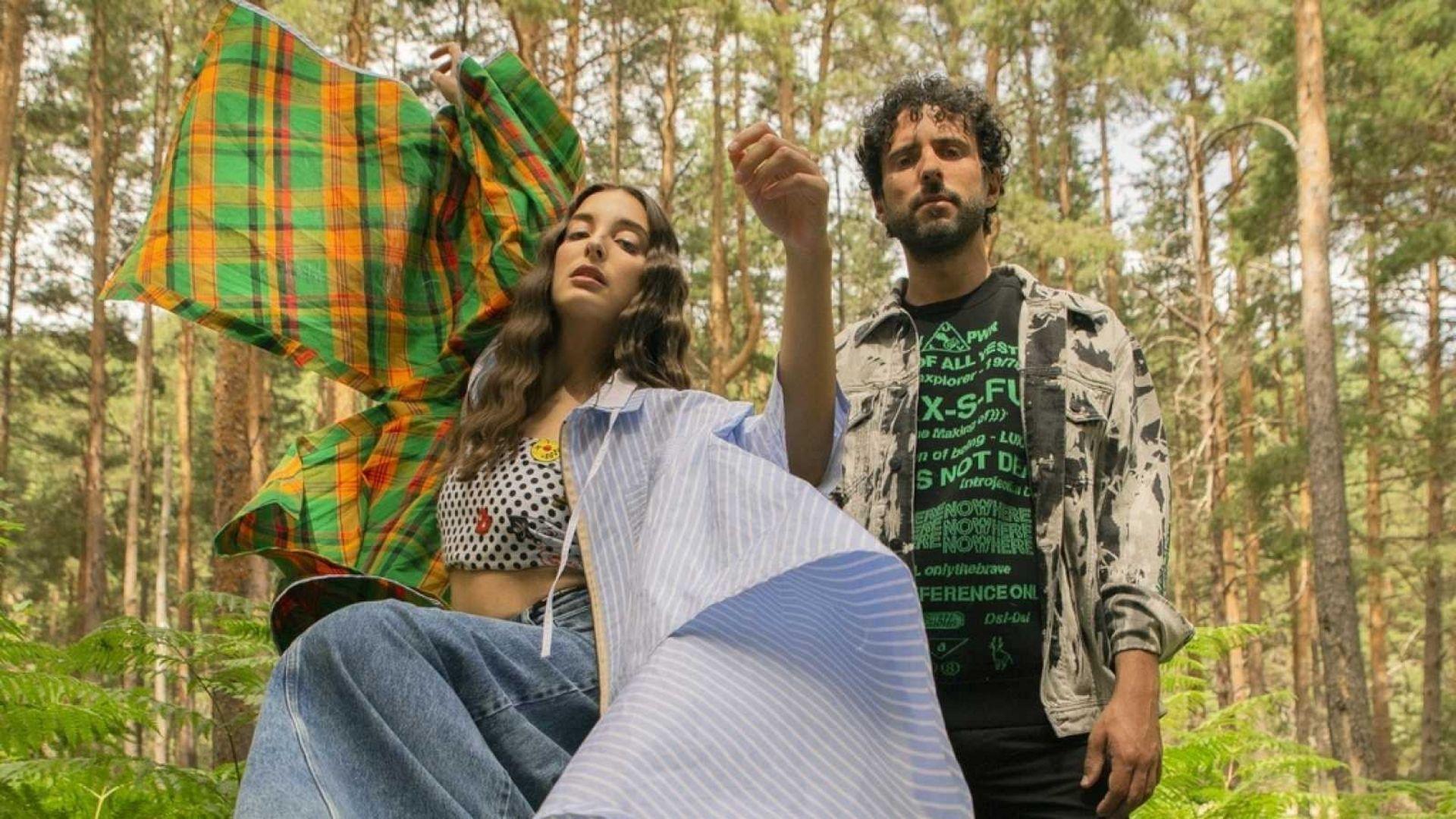 Sandra estudió Psicología, empezó cantando en bodas y ahora vuelve al directo con el pop electrónico de Delaporte, el grupo que formó en 2015 con Sergio Salvi.