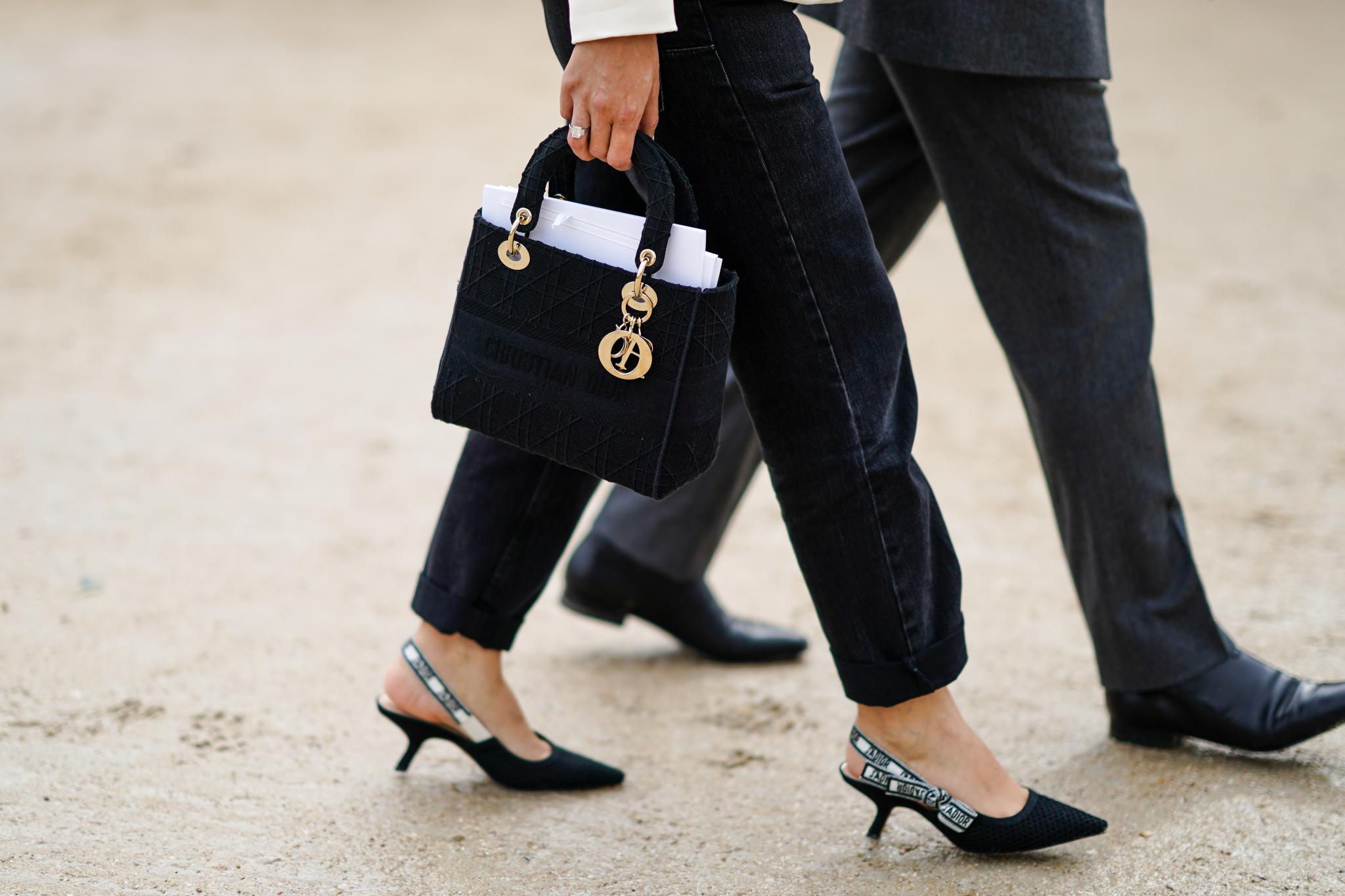 Unos kitten heels vistos en el desfile de Dior.
