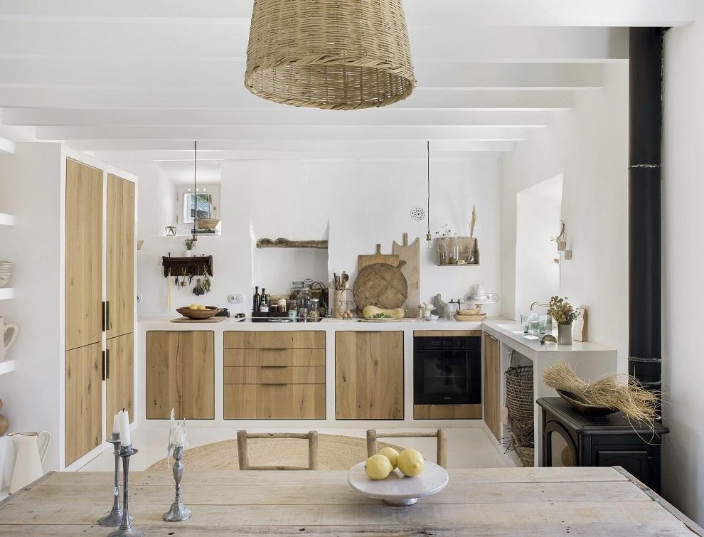 En la cocina todos los muebles están hechos a medida.