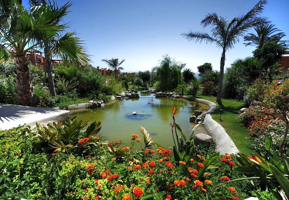 Panorámica de parte de los 35.000 m2 de jardines tropicales que tiene el hotel.
