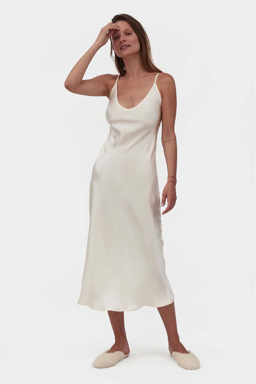 Los vestidos lenceros son un clásico que no pasa de moda