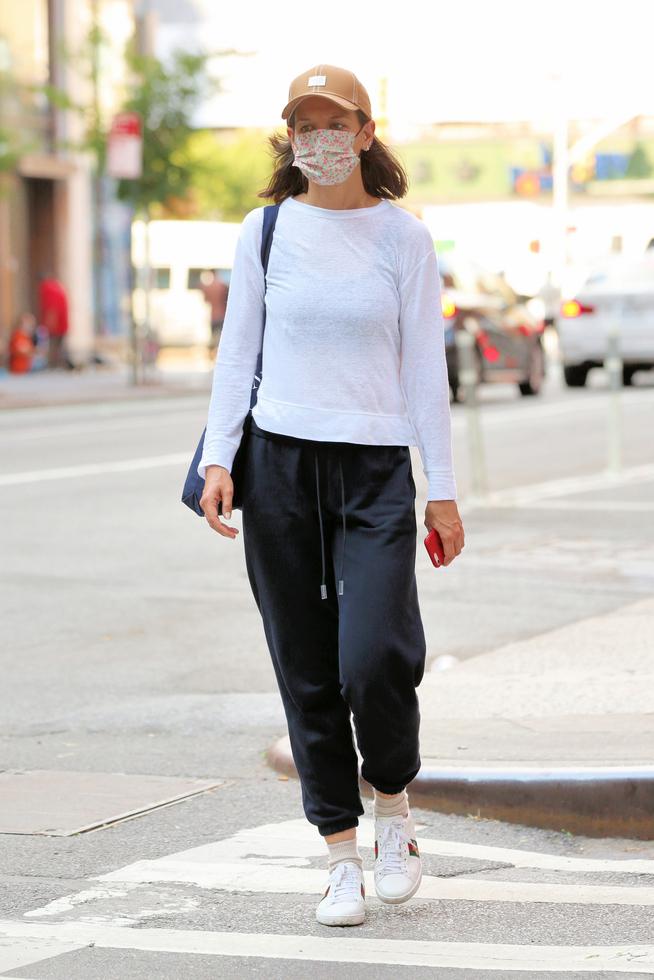 Katie Holmes con un cómodo look deportivo