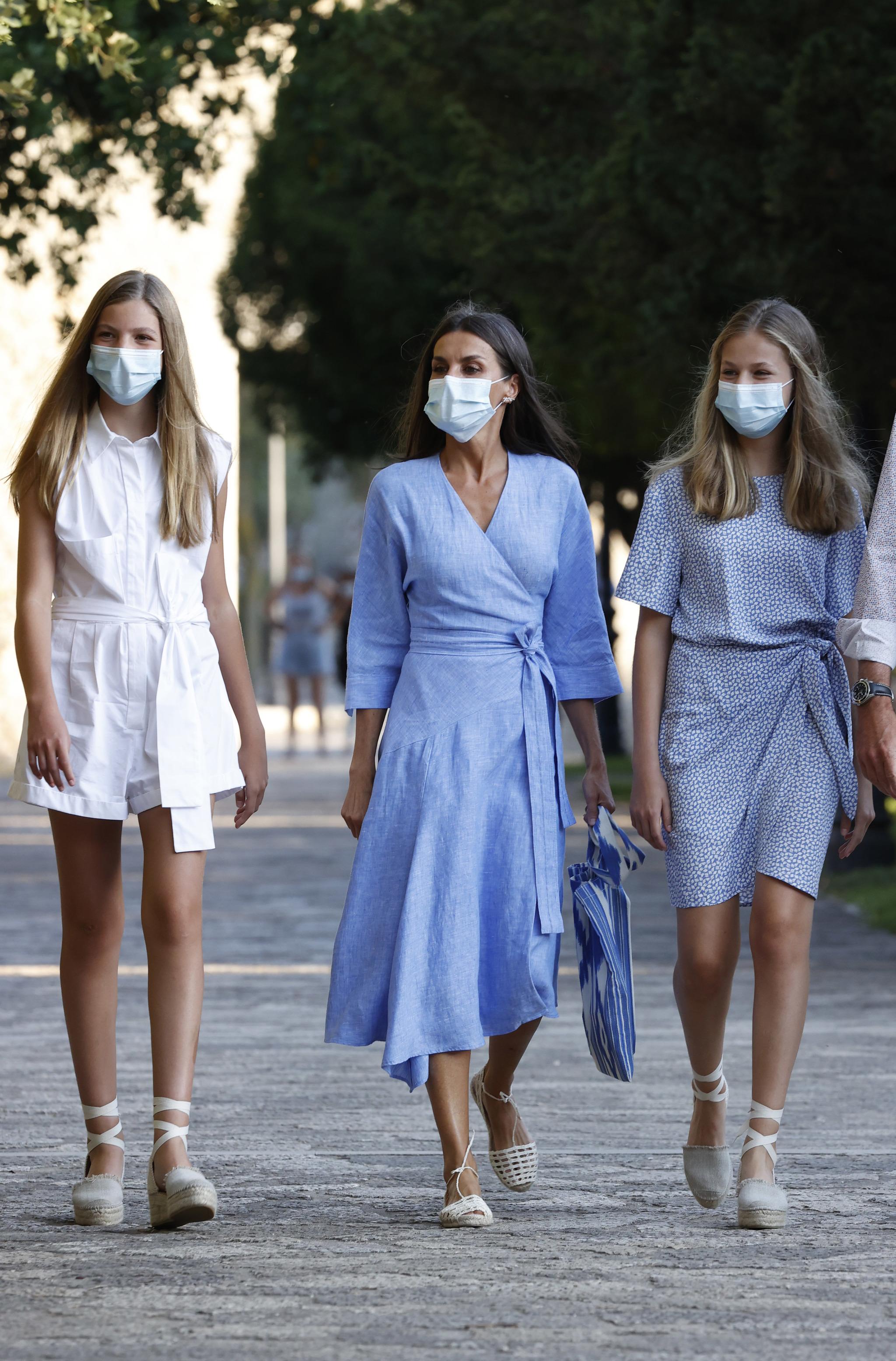 La reina Letizia y sus hijas en Mallorca.