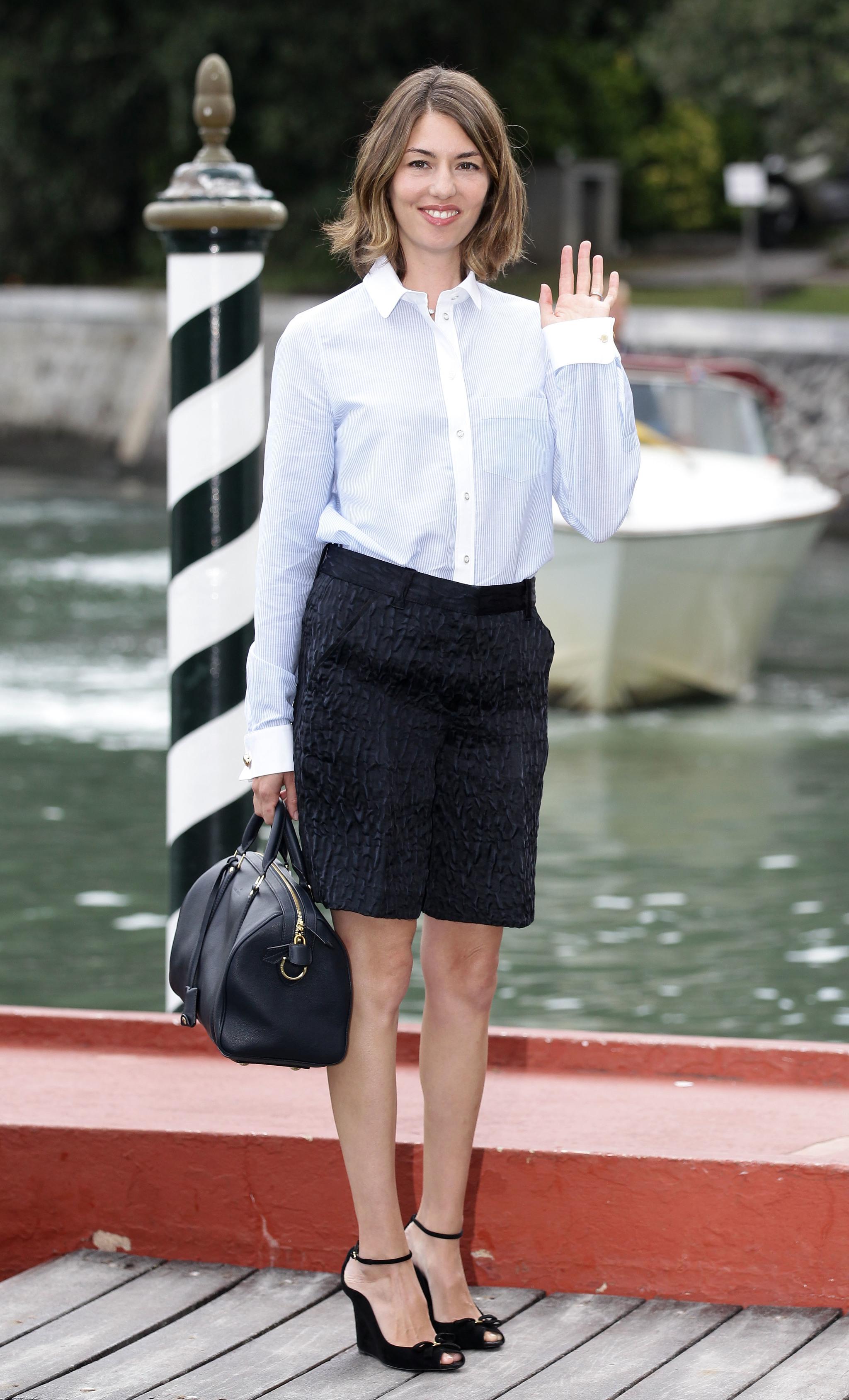 Sofía Coppola con el bolso SC de Louis Vuitton en 2010.
