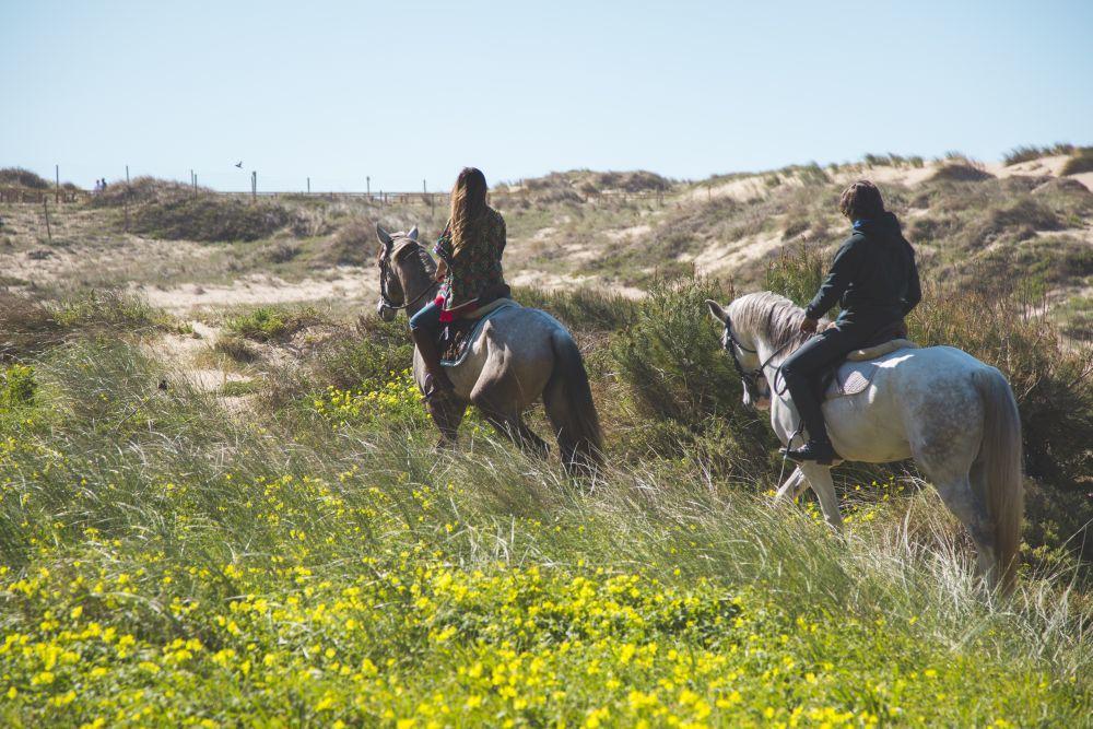 Una de las actividades que ofrece el Hotel The Oitavos son paseos a caballo por el increíble Parque Natural de Sintra-Cascais.