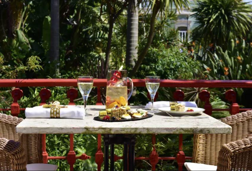 El restaurante Casa do Lago, situado en el interior del Hotel Pestana Palace, cuenta con una variada carta de influencias asiáticas.