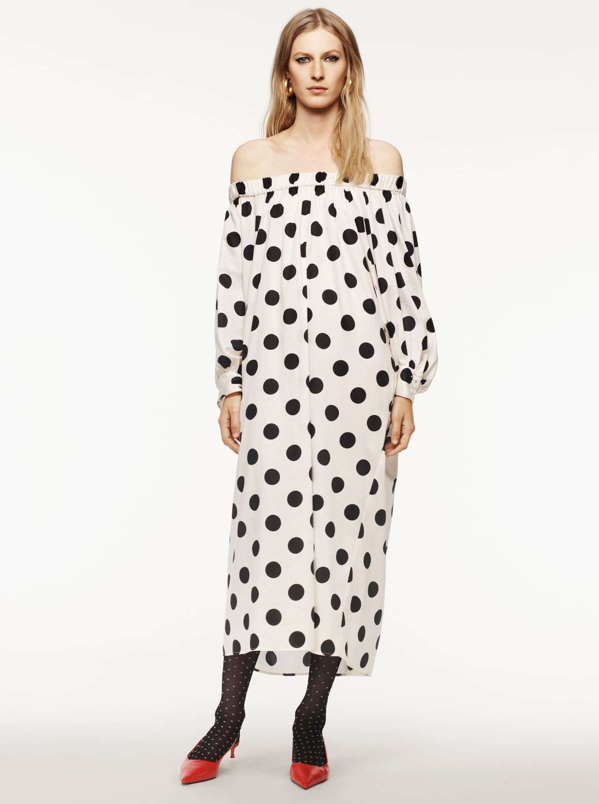 Vestido de lunares de Zara.