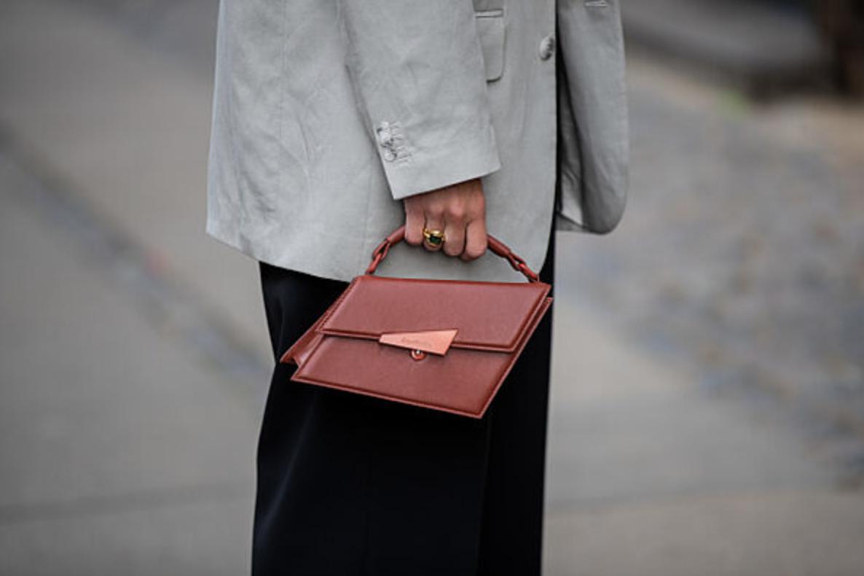 Los 10 bolsos que puedes comprar ahora y usar todo el invierno