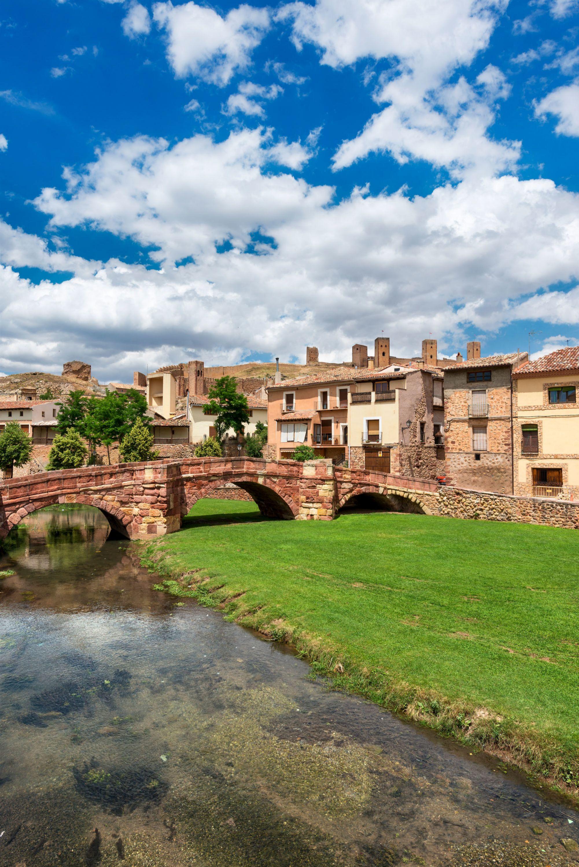 Puente romántico sobre el río Gallo en Molina de Aragón (Guadalajara).