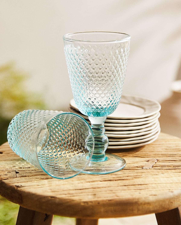 Copa vidrio con relieve. Zara Home (4,99 euros).