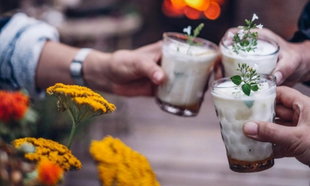El final del verano invita a cenas con amigos al aire libre.