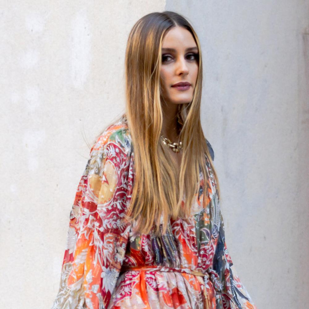 Olivia Palermo con sus nuevas mechas face framing para su pelo largo.