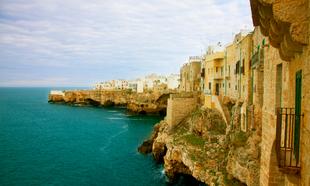 Polignano in Mare es uno de los destinos mas deseados de Puglia, en el...