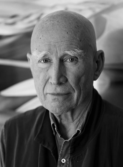 El fotógrafo Sebastião Salgado a sus 77 años de edad en su estudio de París.